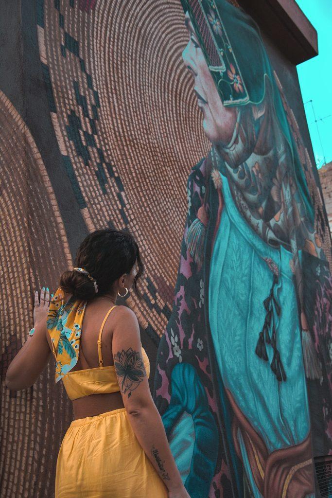 murales costume femminile di Samugheo