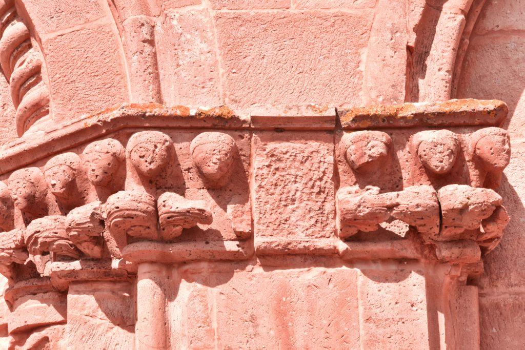 scultura chiesa di zuri